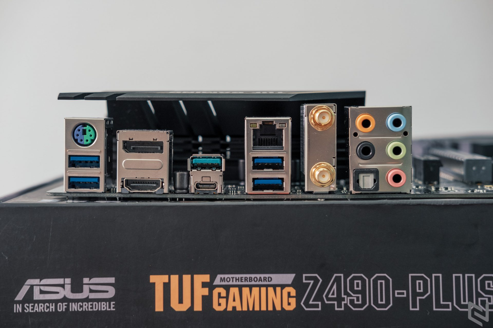 tuf-gaming-z490-plus-945-1920x1280-jpg.10424