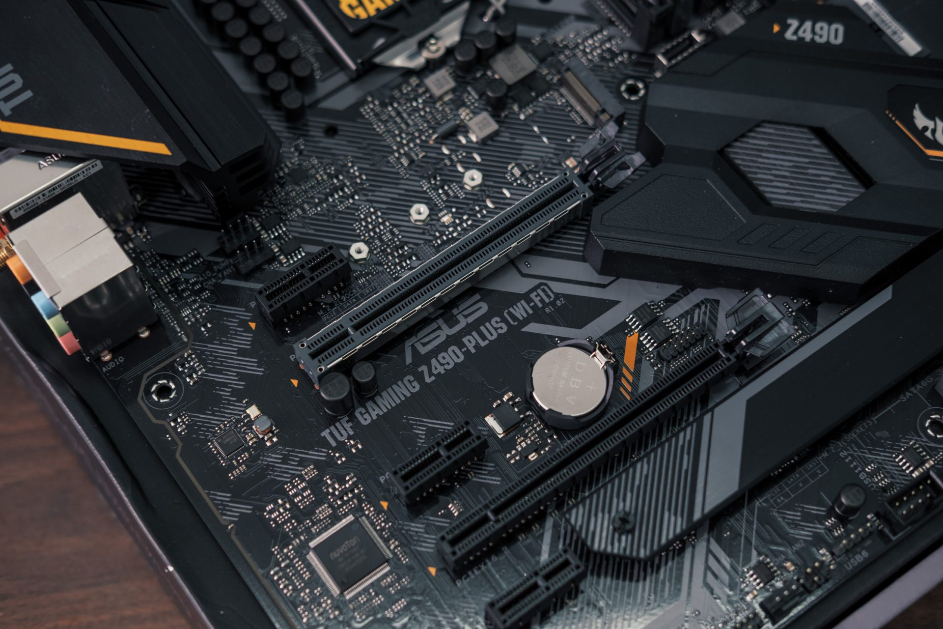 tuf-gaming-z490-plus-9456-1920x1280-jpg.10422